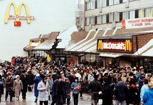 McDonald's in Moscow (1990)